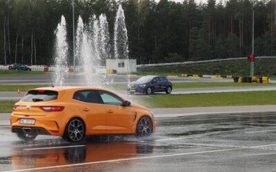 Szkolenie z doskonalenia techniki jazdy dla kierowców w wieku 18-24 lata oraz 55 i więcej lat